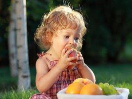 Пять способов добавить фрукты и овощи в блюда детей